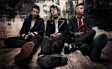 TOURING : The Living End