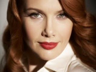 TOURING : Clare Bowditch