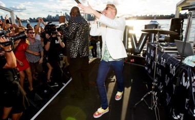 MACKLEMORE, LEWIS HIT THE HARBOUR