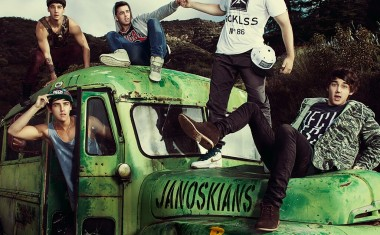 JANOSKIANS DROP 'BEST FRIENDS'