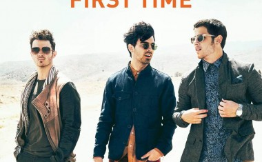 JONAS BROTHERS : First Time