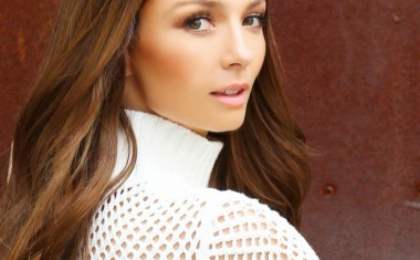 READY FOR NEW RICKI-LEE?