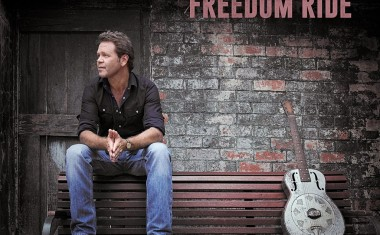 TOURING : Troy Cassar-Daley