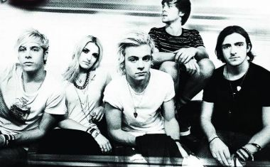 R5 : Let's Not Be Alone Tonight