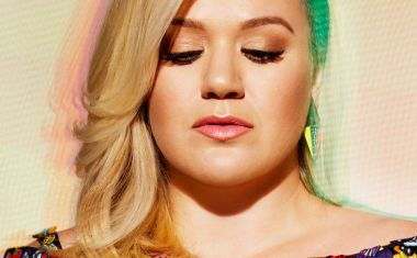 KELLY CLARKSON : Invincible