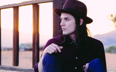 VIDEO : James Bay - Best Fake Smile