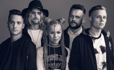 VIDEO : Tonight Alive - Human Interaction