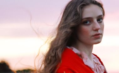 VIDEO : Birdy - Keeping Your Head Up