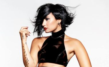 VIDEO : Demi Lovato - Stone Cold