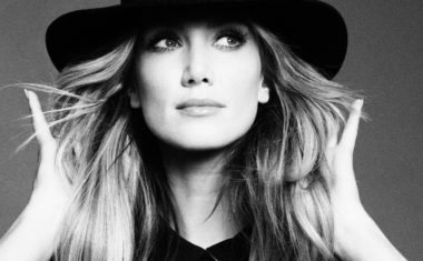 VIDEO : Delta Goodrem - Dear Life