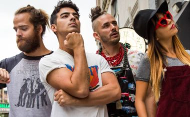 VIDEO : DNCE - Toothbrush