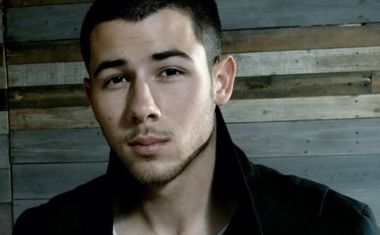 VIDEO : Nick Jonas - Chainsaw