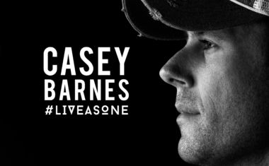 VIDEO : Casey Barnes - Live As One