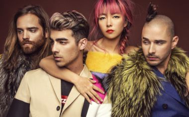 CHECK OUT JOE JONAS' BODY MOVES IN NEW DNCE CLIP