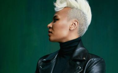 EMELI SANDÉ IS 'BREATHING UNDERWATER'