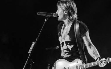 KEITH URBAN LIVE REVIEW