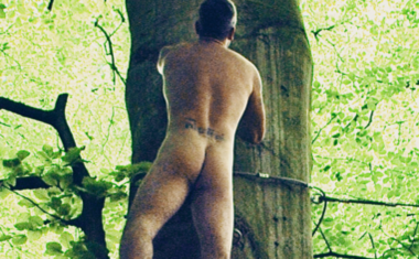ROBBIE WILLIAMS BARES HIS... NEW COMPILATION