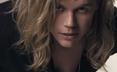 CONRAD SEWELL HAS 'HEALING HANDS' VIDEO