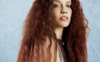 JESS GLYNNE LOCKS 'ALWAYS IN BETWEEN'