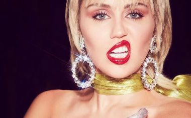MILEY CYRUS ANNOUNCES 'PLASTIC HEARTS'