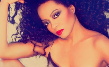 DIANA ROSS SAYS 'THANK YOU'